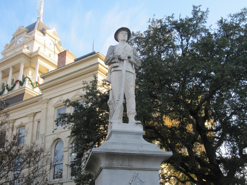 http://reachingamerica.org/wp-content/uploads/2018/06/Confederate-Statue.jpeg
